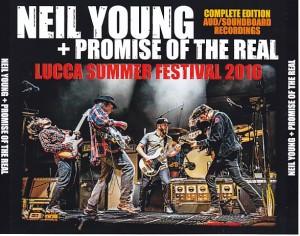 neilyoung-lucca-summer-festival1